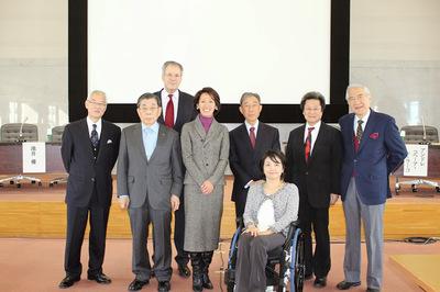 青山大学国際シンポジウム登壇者集合写真.JPG